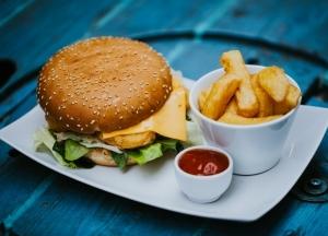 Csirkés burger menü